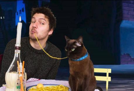 Geniale: ricrea scene cult di film con il suo gatto