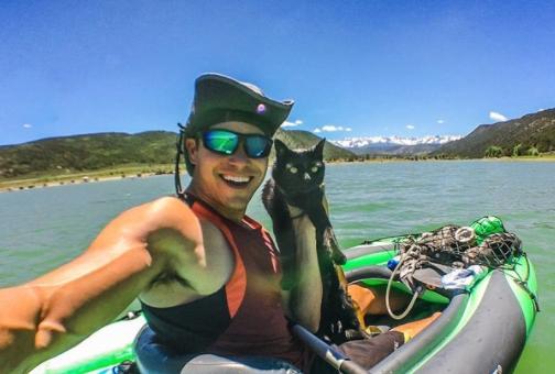 Il gatto appassionato di kayak!