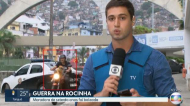 Il gatto in motocicletta ruba la scena in diretta a TV Globo